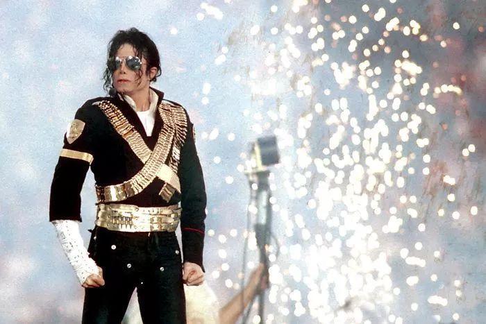 杰克逊经典歌曲高清_让世界颤栗: 纪念迈克尔·杰克逊逝世九周年,重温经典