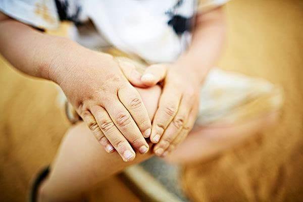 孩子喊腿疼愁坏妈 <a href=http://www.asiavvip.cn/yangsheng target=_blank class=infotextkey>儿童</a>生长痛3大原因及治疗,注意白血病也腿疼