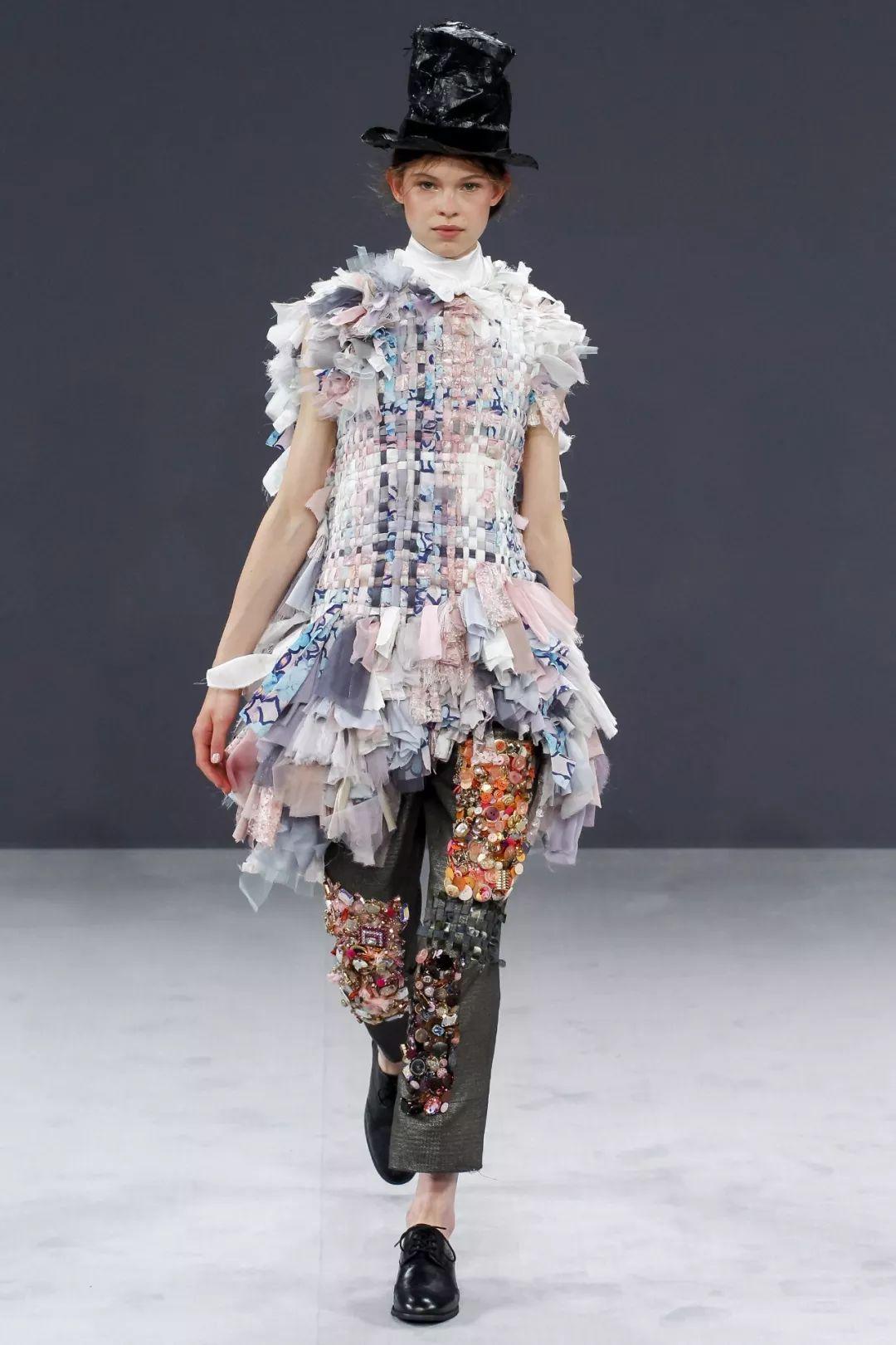 """""""人格分裂""""的Viktor & Rolf婚纱系列,极简唯美与夸张艺术?这怕不是两个品牌吧"""