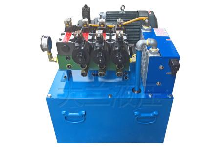 如损坏,灰尘和杂质就会通过排气阀进入液压油箱内,导致液压油变脏.图片