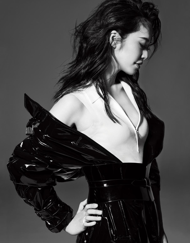 姚晨再登时尚周年刊封面 美腿杀身材出挑惹人羡
