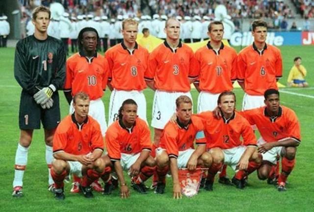 荷兰队内讧_这支荷兰队在98世界杯虽没获得冠军,却踢出队史最具观赏性的一届