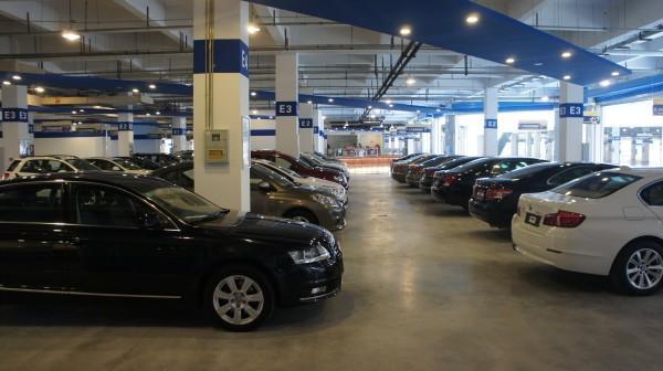 大学生毕业第一辆车,应该买新车还是买二手车?