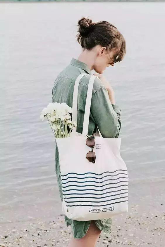 大表姐的最爱!今年夏天流行的帆布袋了解一下