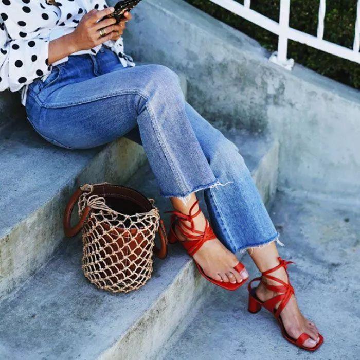 夏天穿上这复古凉鞋的妹子,一定是最时尚的