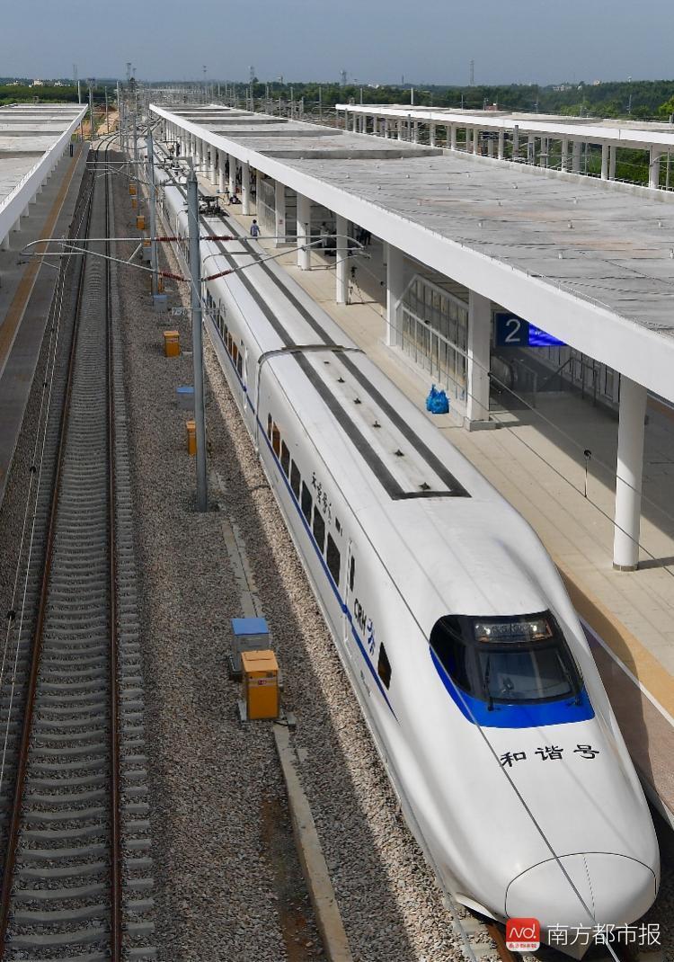 宝钢湛江钢铁火车图片