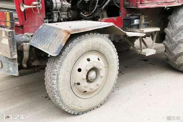 东方红拖拉机被民间牛人改成了全挂车,百吨王表示:大写的服