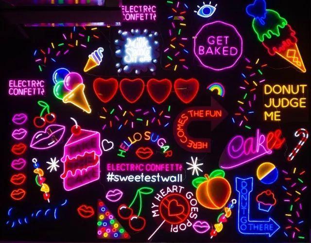 这这这---满满的霓虹灯装饰墙!