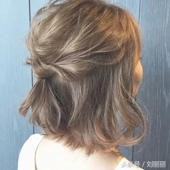 2018烫过的发型这样流行扎,时尚又可爱,美得像仙子图片