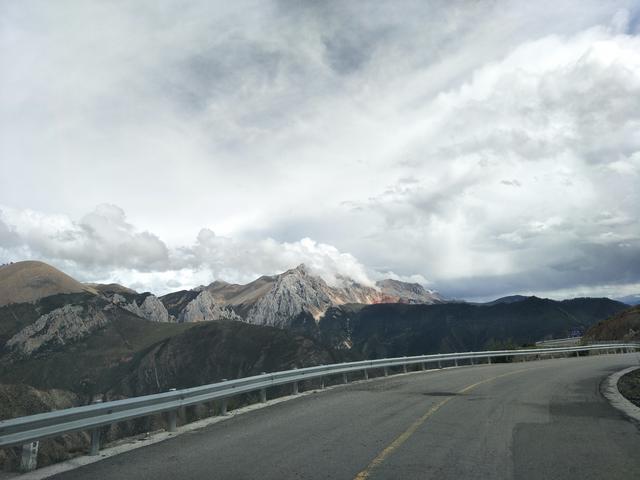 自驾走川藏线?看看这些路况再决定! 川藏线旅游攻略 第3张