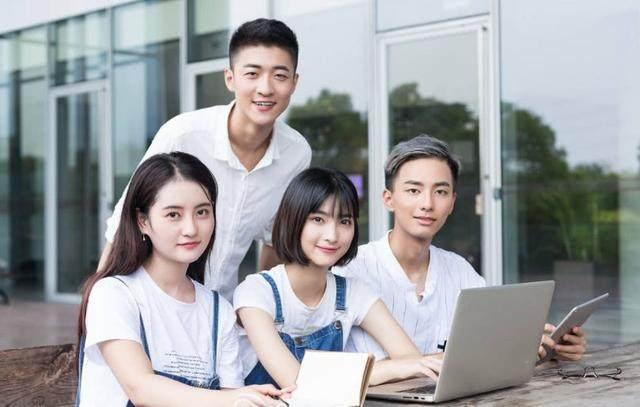 高考填志愿:这4类大学专业,考公务员很有优势,别错过