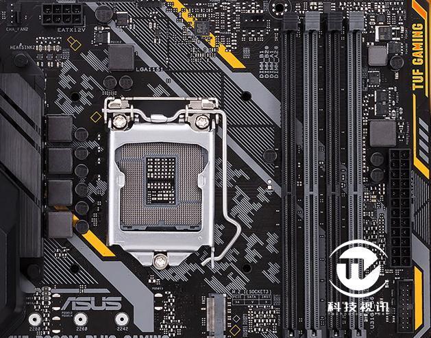 CPU接口仍为Socket 1151,并具备4个内存插槽,支持最高DDR4-2666MHz规格,容量最高64GB。 主板特性方面,支持SafeSlot 高强度插槽、ESD 静电防护、DDR4 过电压保护、Digi+数字供电,不锈钢防潮I/O接口提供长久的使用可靠性。并且采用军规级TUF组件:TUF LANGuard网络安全防护, TUF 电感, TUF 电容,及 TUF晶体管提供更强的耐久性。