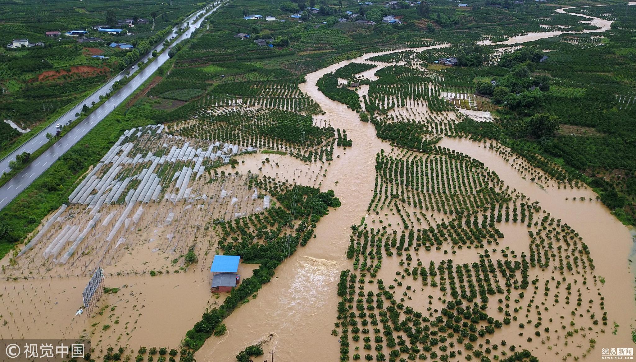 成都蒲江遭大暴雨 14082人受灾洪水淹没村庄