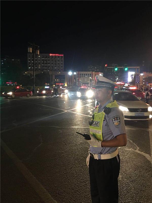 大同交警三大队强化夜间重点时段交通秩序整治