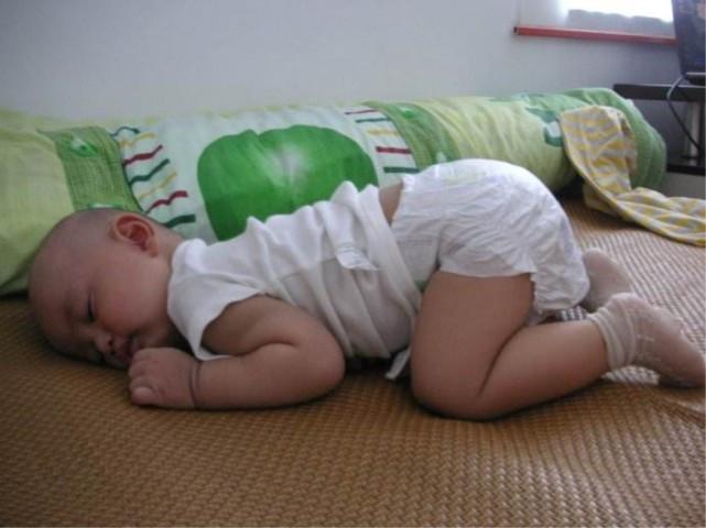 宝宝晚上睡觉,总是翻来覆去不安生,很可能是