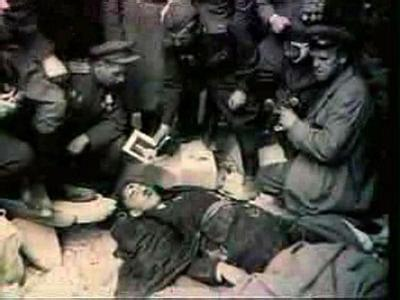 二战纳粹德国投降后: 希特勒自杀后,320名女军官醉酒陪葬自尽