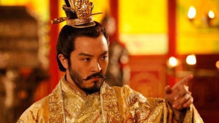 想到这里,盛怒之下的隋文帝做出一个很不理智的决定,在众目睽睽之下