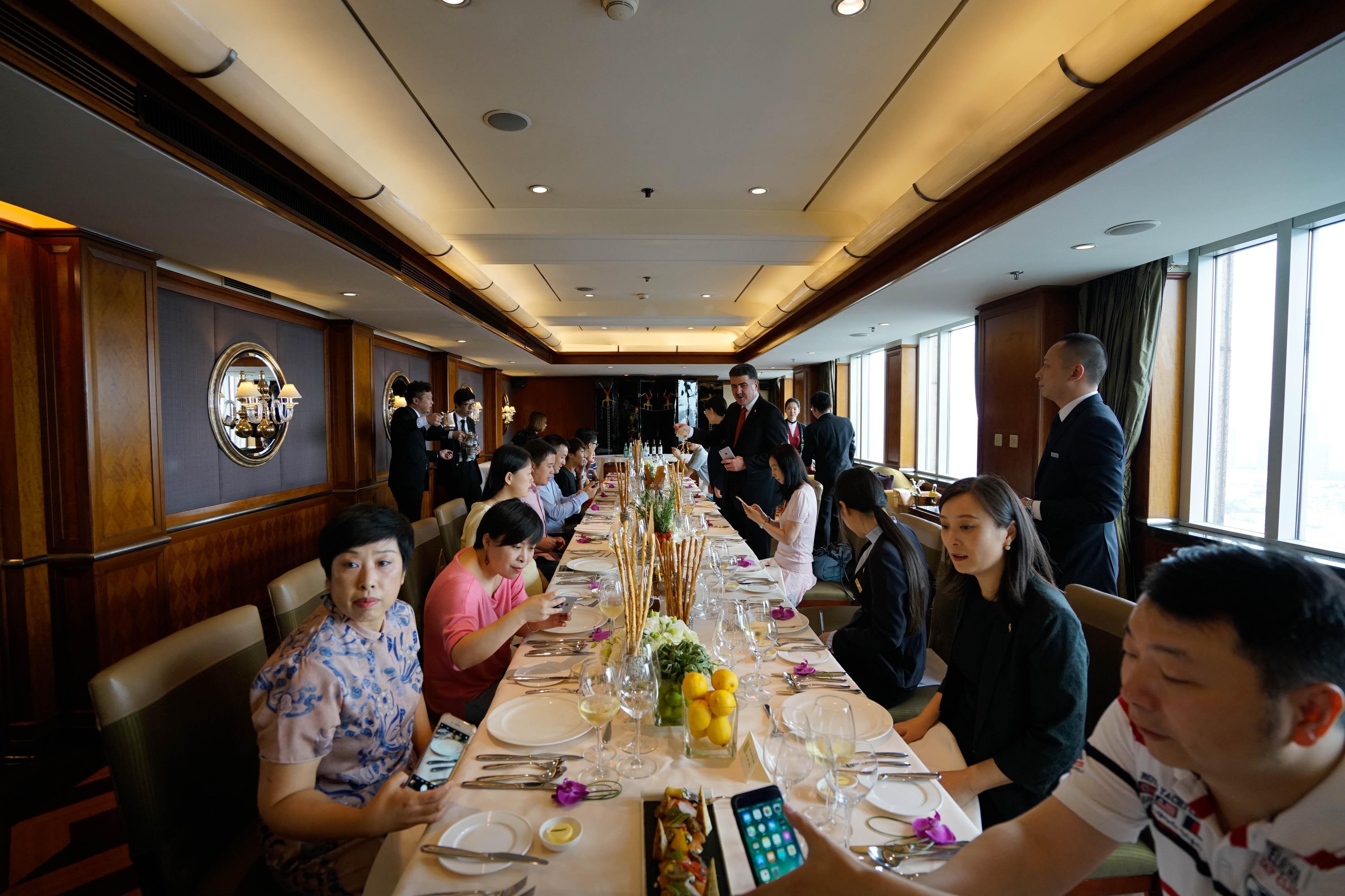 法拉利车队在上海最爱的酒店,39楼意大利餐厅主厨曾经接待过舒马赫和他的队友