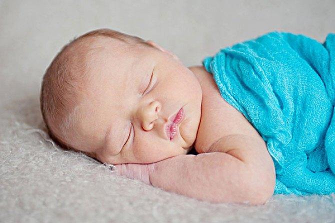 為什么哄寶寶睡覺一放到床上就醒?知道這4點,輕松搞定