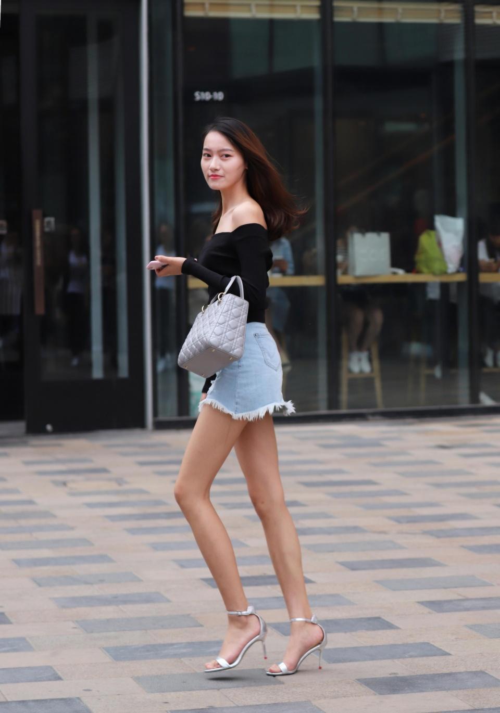 夏天是欣赏时尚的好季节。你喜欢时尚女孩吗?