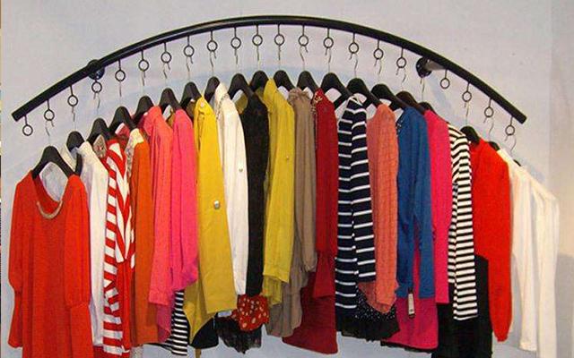 快时尚女装店挂衣技巧,墙上如何挂衣服才能既好看又有 档次