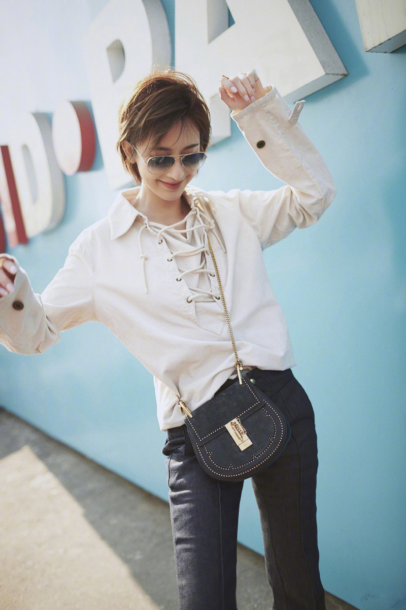 今年流行的polo衫怎么穿,张俪实力演绎高段位穿法,满屏的青春感
