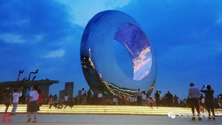 大美宜昌系列之桂花广场的月亮升起来了吧高中金寨东湖图片