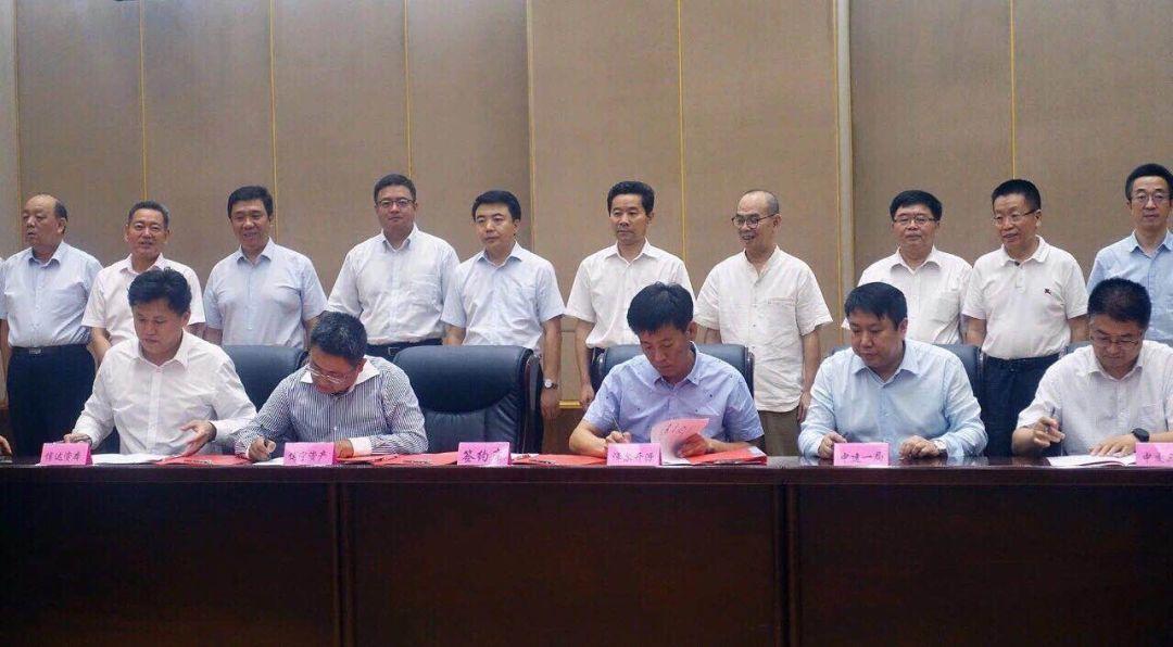 乌梁素海流域生态治理与绿色产业发展基金战略合作协议签署,常志刚、张晓兵出席签约仪式