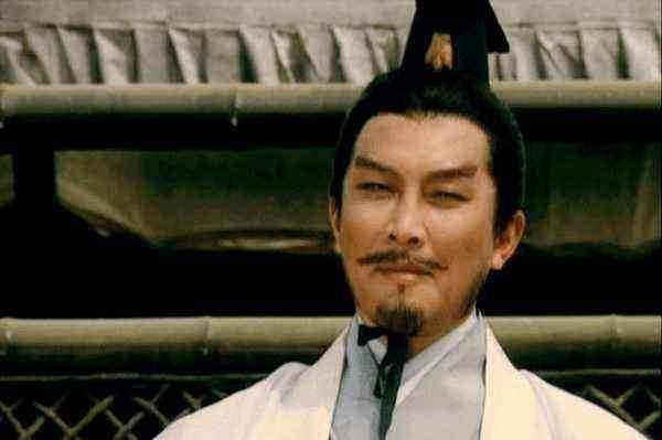 诸葛亮借用一成语,为刘备展示宏伟蓝图,但构想本身却有重大缺陷
