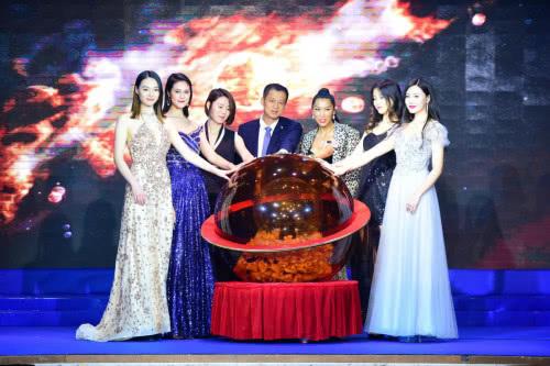 世界超模大赛中国艺术总监唐拉拉接棒