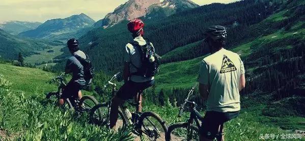 骑自行车或山地自行