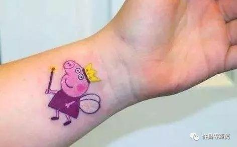 """【零距离头条】小猪佩奇身上纹,提醒送给""""社会人"""""""