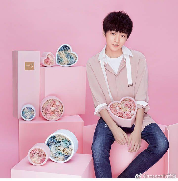 王俊凯新代言照:粉色系的男朋友