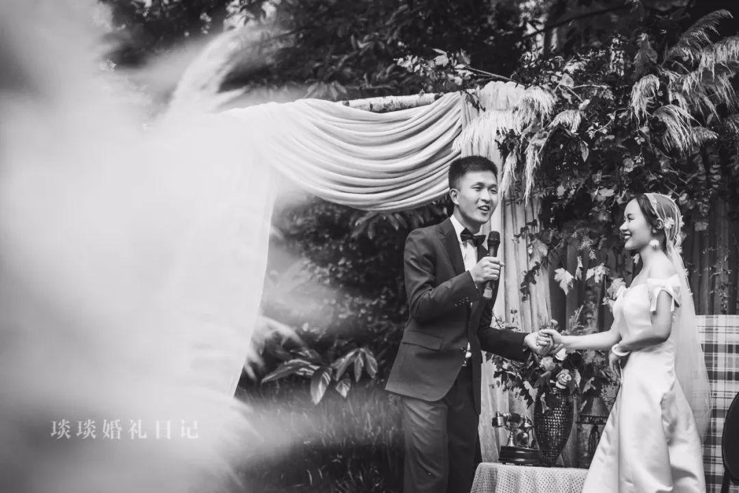 头回听说盼着自己结婚下雨的新娘,进来了解一