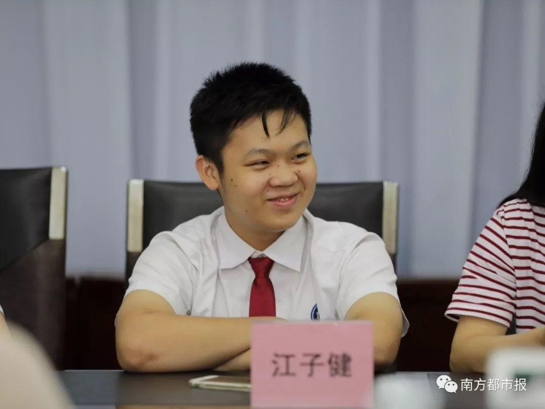 广州中考高分考生真颜曝光!785分考生:学习比较轻松