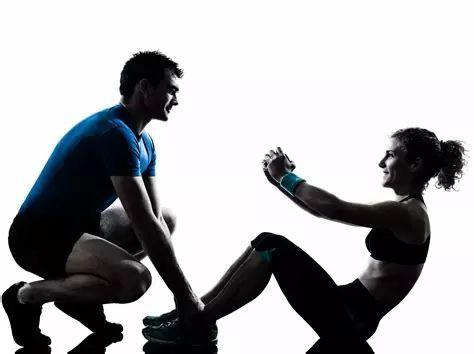 健身房不会告诉你:私人教练和健身无关!