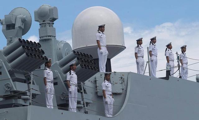 为什么海军帽子上会有两根飘带?有什么作用?