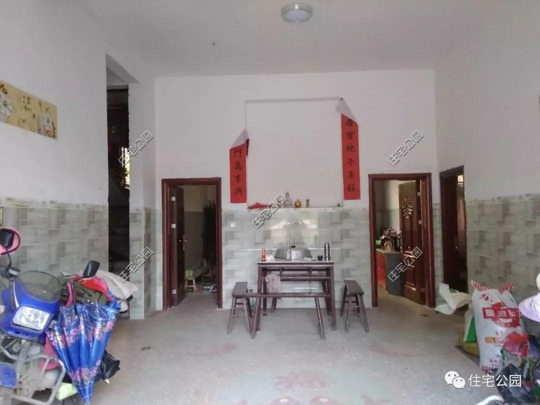 大堂屋,农村的大堂屋还是很方便的,逢年过节可以摆几桌.