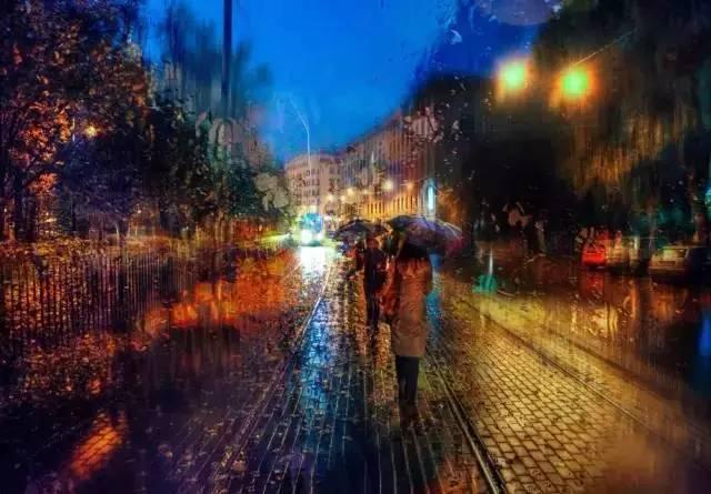 宛若油画的雨中城市图片
