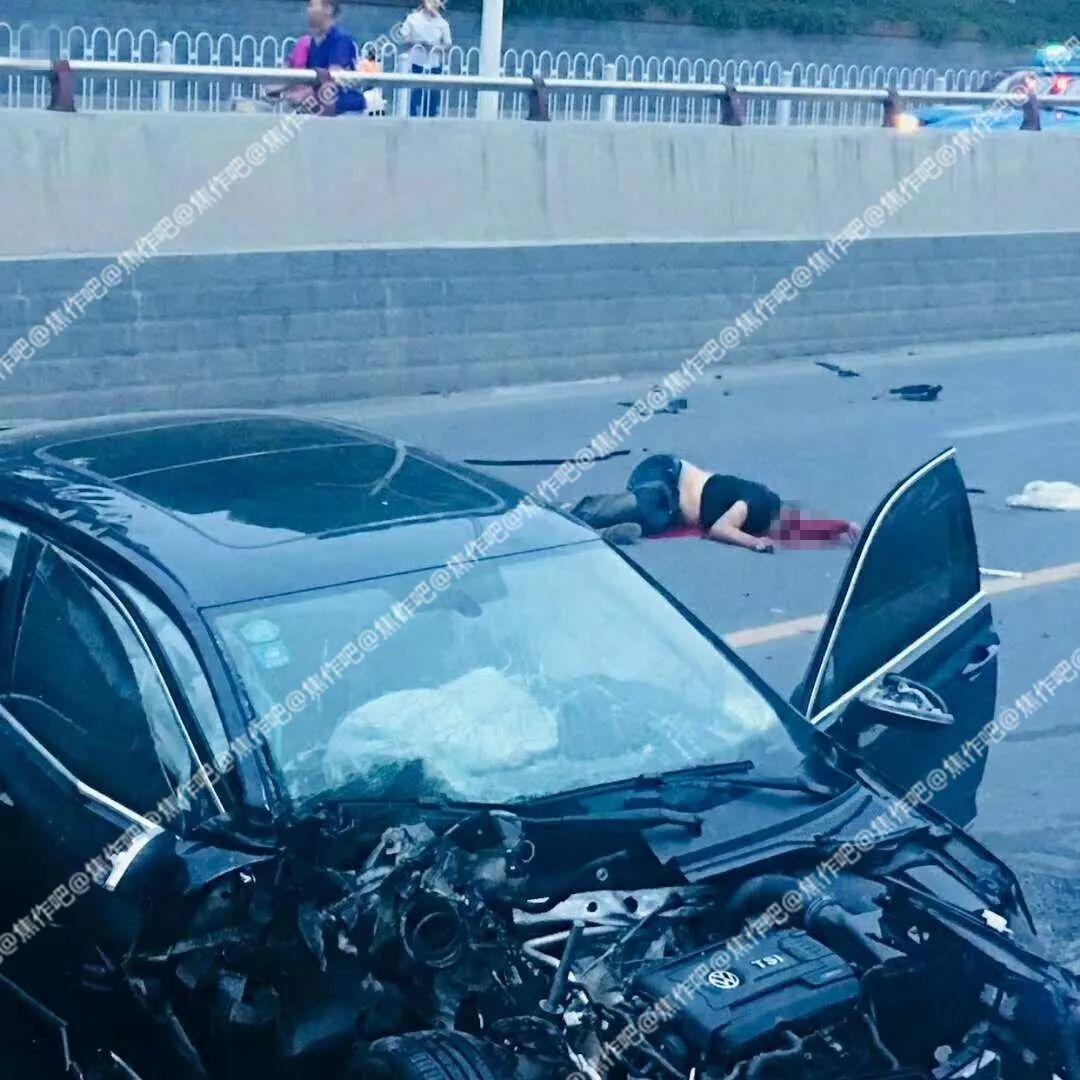 """生活 正文  焦作吧 """"  今天清晨,焦作塔南路发生惨烈车祸,一人当场"""