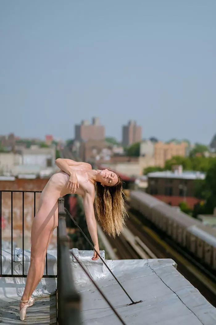 顶上裸体舞蹈,带给人们艺术新境界! - 云海 - 云海博客