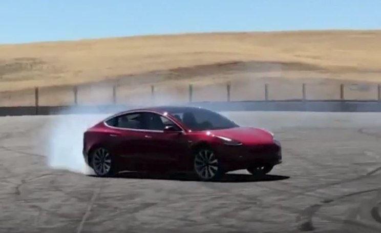 可选空气悬架 Model 3 Performance参数