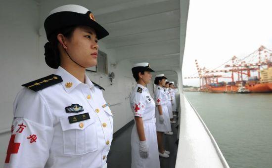 中国万吨医疗救护船现身美国自愿为其护航