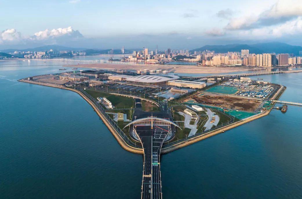 港珠澳大桥惊艳亮相 24小时开放,8秒通关
