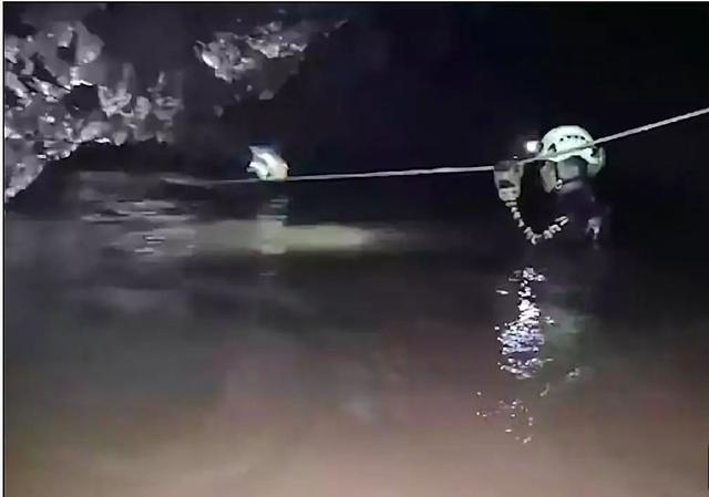 史上最难洞穴救援最新进展:正在救援第二组3个孩子