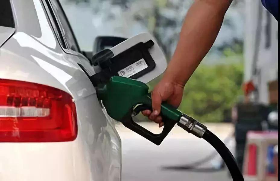 操屄囌M_苏m车主注意 今晚12点油价或将迎来年内最大涨幅!