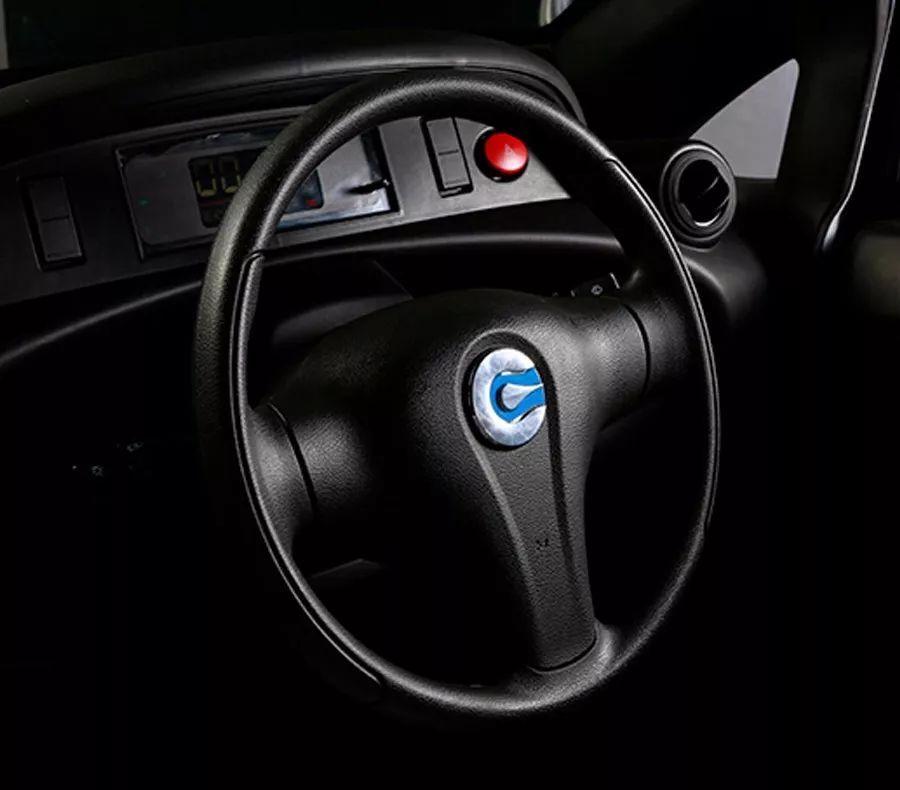 汽车中的小米售价2万配有倒车雷达简直像个大玩具_快乐十分钟