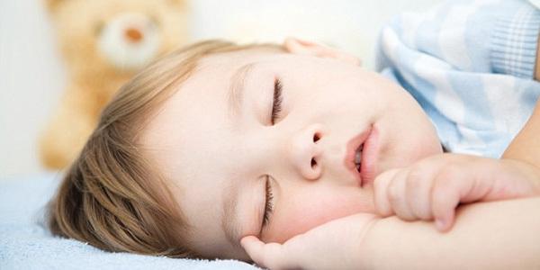 """常吸""""二手烟""""的儿童睡觉打鼾概率提高近一倍   科学有意思"""