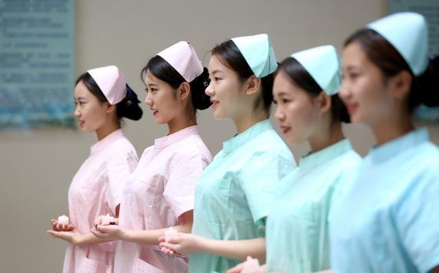千人均护士_护士图片卡通
