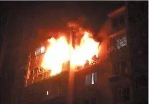 你们是她的家人吧 南昌消防员抱老人出火海,又重返火场救火